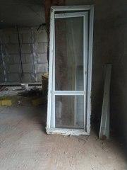 Продам двери пластиковые для балкона