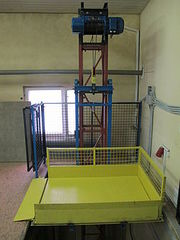 Промышленные подъемники (грузовые лифты).